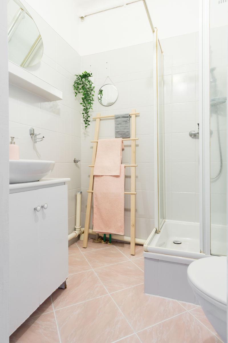Homne staging łazienka w mieszkaniu na sprzedaż