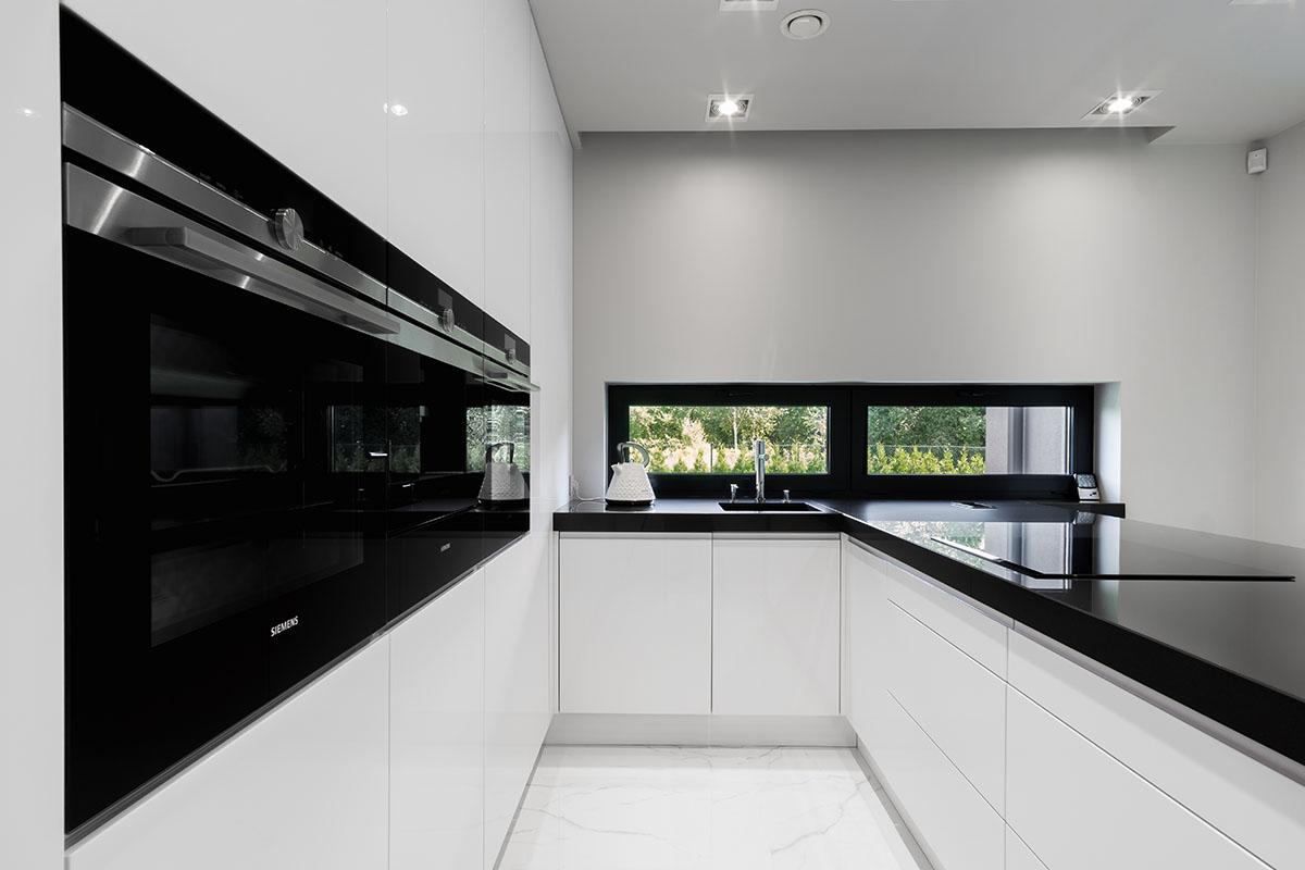 Zdjecia białej minimalistycznej kuchni pod Łodzią