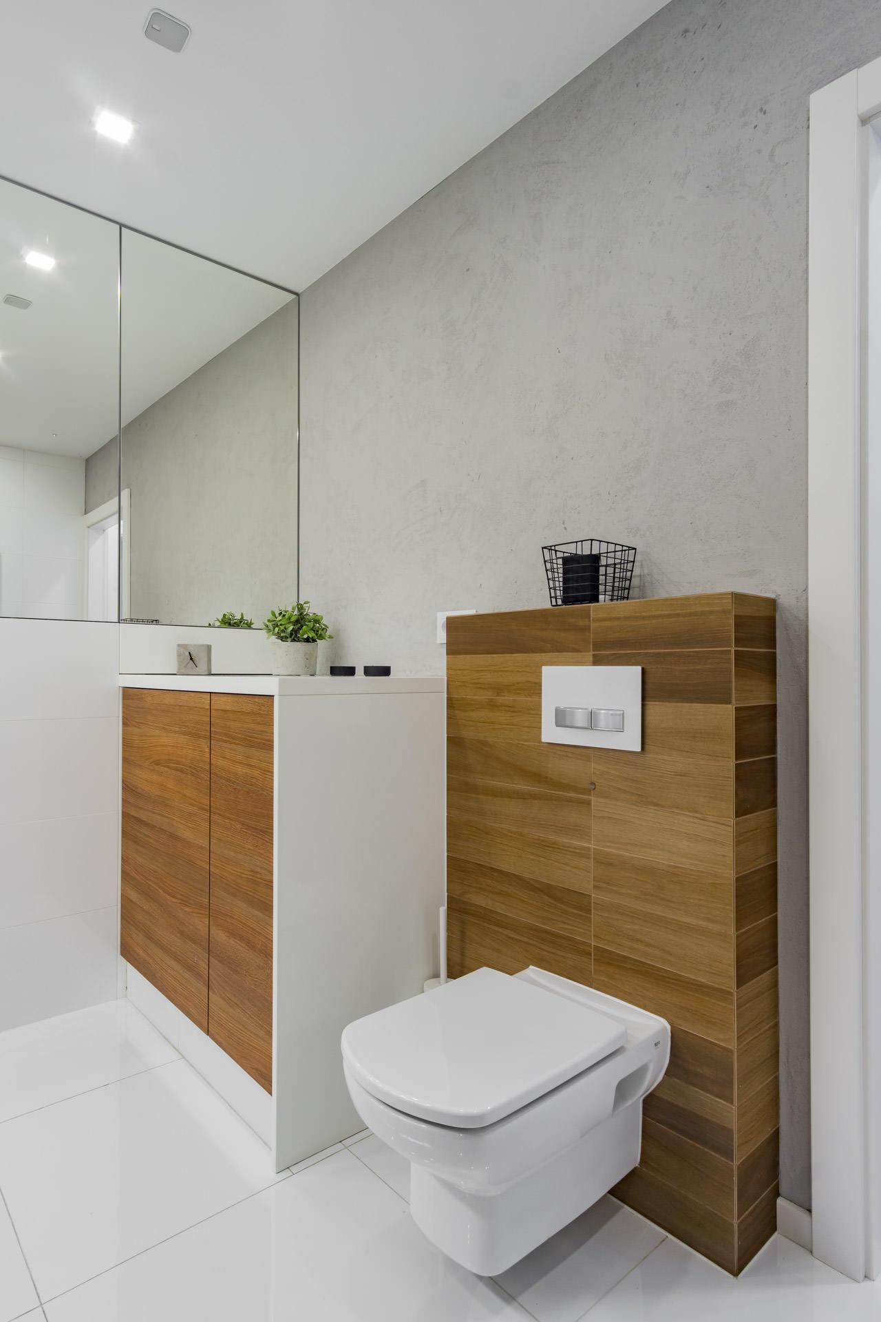 Zdjęcia łazienki biel i drewno