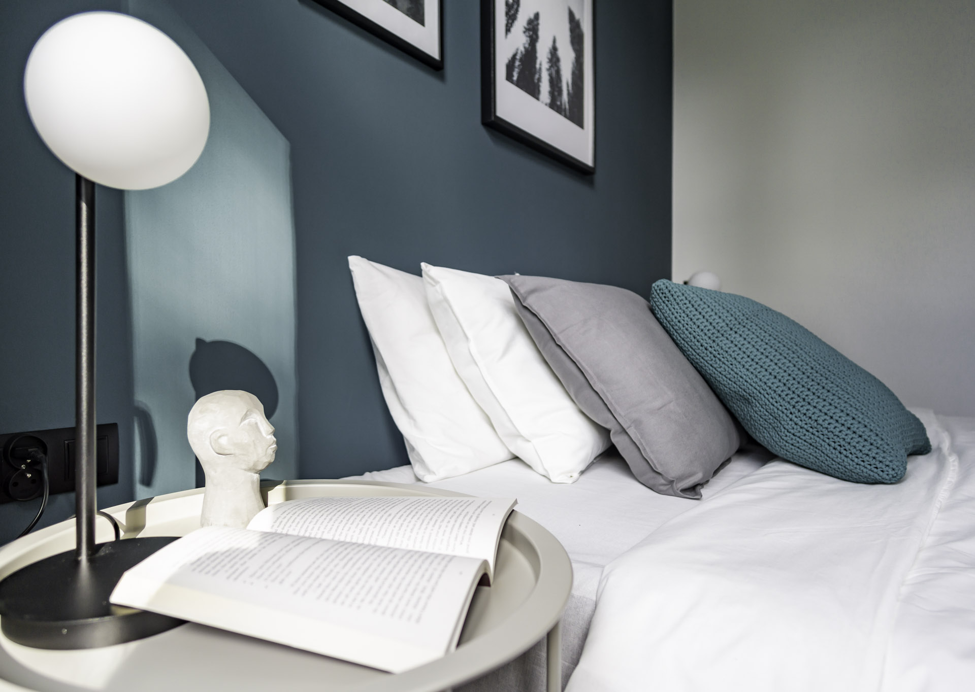 morski kolor w sypialni
